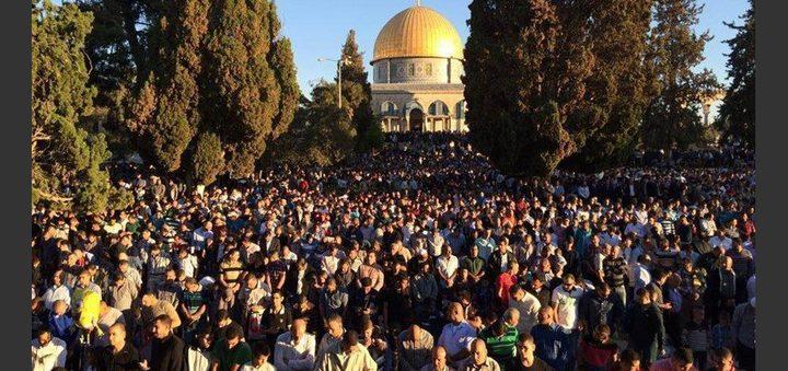 الآلاف يؤدون صلاة العيد في الأقصى