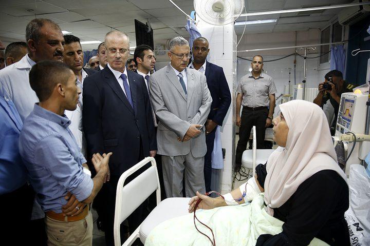 رئيس الوزراء يعود المرضى بمستشفى طولكرم