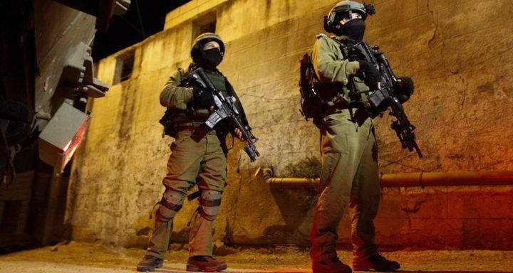 الاحتلال يقتحم مخيم الجلزون ويعتقل أحد الشبان