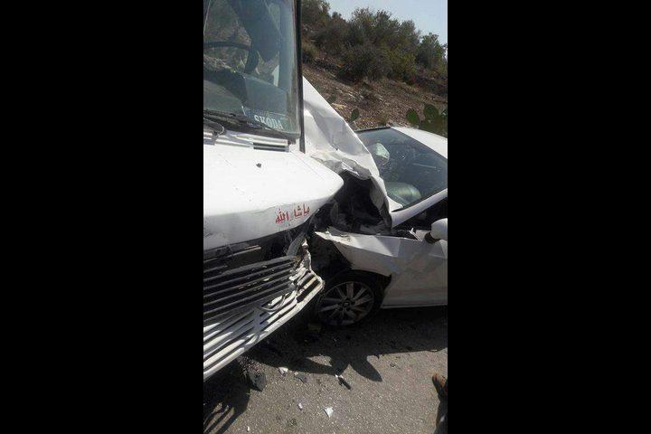 أربع إصابات بحادث تصادم مركبتين جنوب جنين