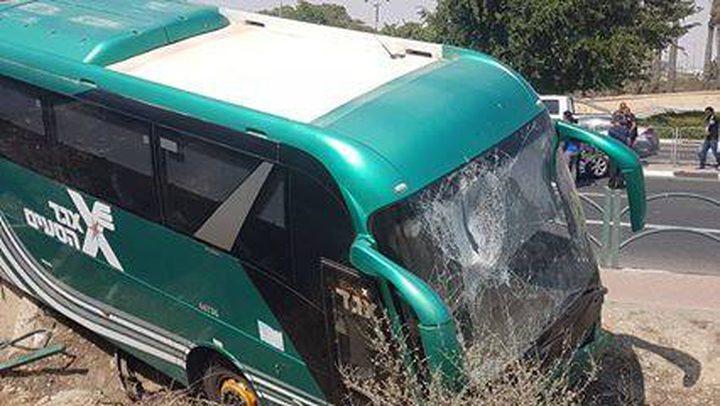 بالفيديو: 16 إصابة بينهم خطيرة في حادث سير في ديمونا