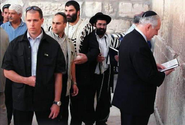 نتنياهو يهرب من ملفات الفساد بتأجيج الصراع في الأقصى!