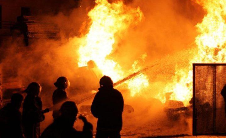 إندلاع حريق بمشطب للمركبات جنوب نابلس