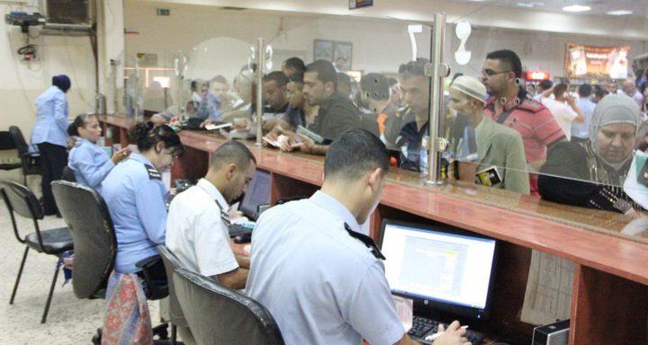 الاحتلال يمنع 18 مواطنًا من السفر
