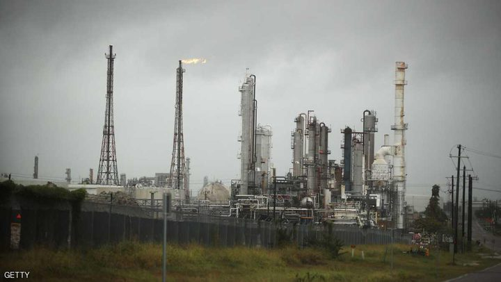 """""""إرما"""" يضرب النفط"""