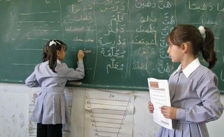 """الإحصاء: 90 ألف """"أمي"""" في فلسطين"""
