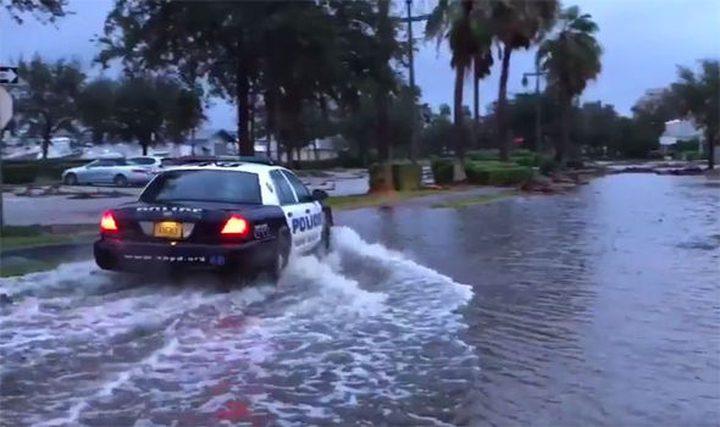 سكان فلوريدا يفرون باعداد هائلة مع اقتراب الاعصار ايرما (فيديو)