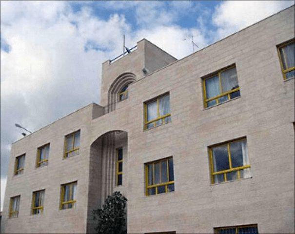 """التشريعي يبحث قضية إغلاق أقسام مستشفى قلقيلية التابع لـ""""الأونروا"""""""