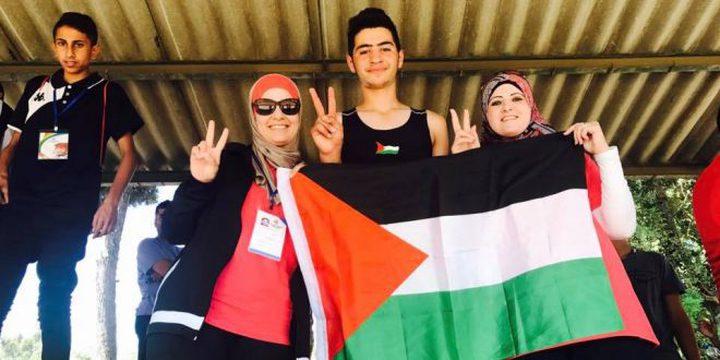 """فلسطيني يحصد الميدالية الذهبية في """"الجمنزياد"""" العربي"""