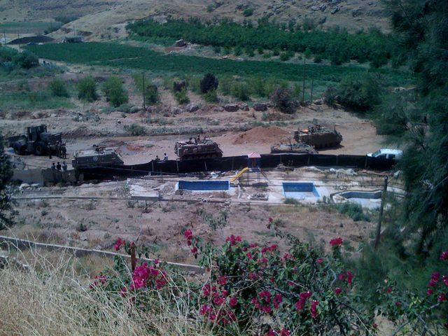 الإحتلال يستولي على أبقار وخزانات مياه في الأغوار