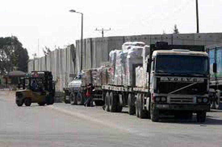 """تصدير 13 شاحنة عبر """"كرم أبو سالم"""""""