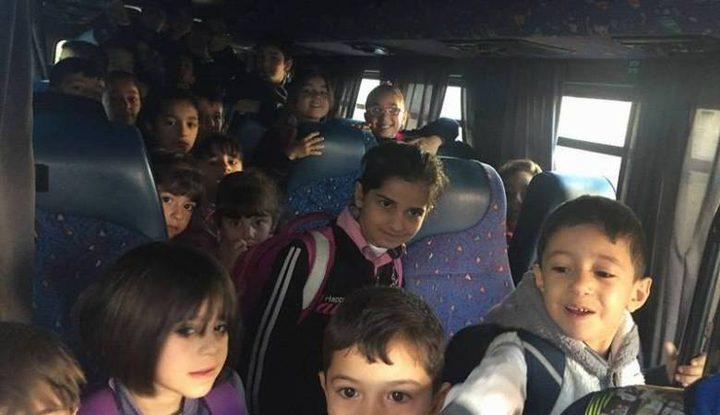 حمولة زائدة .. الشرطة تضبط حافلة تقل 39 طالباً