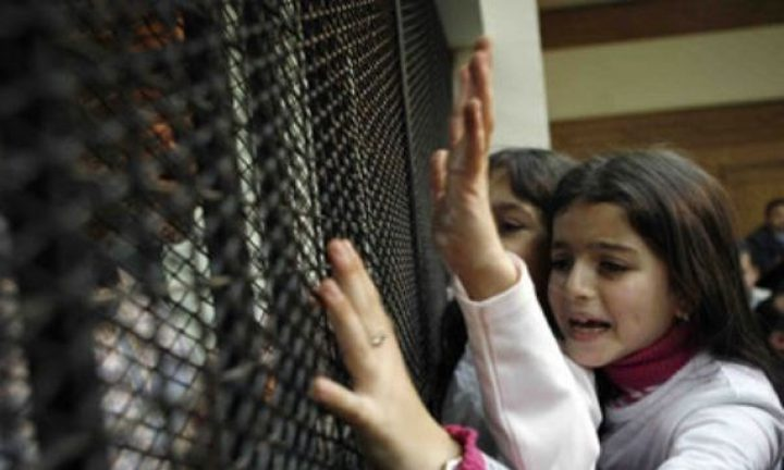 الاحتلال يعتقل زوجة وطفلة أسير من بيت ريما