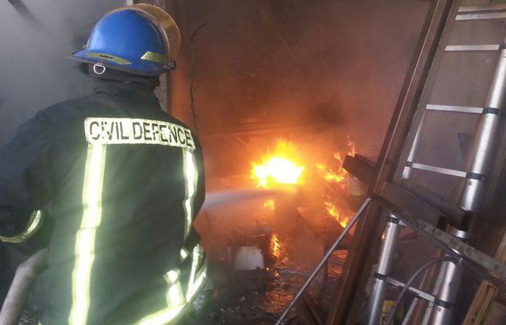 اندلاع حريق في محل قطع غيار السيارات في جنين