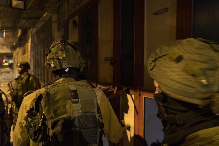 الاحتلال يعتقل 5 مواطنين من قرية جيوس قرب قلقيلية