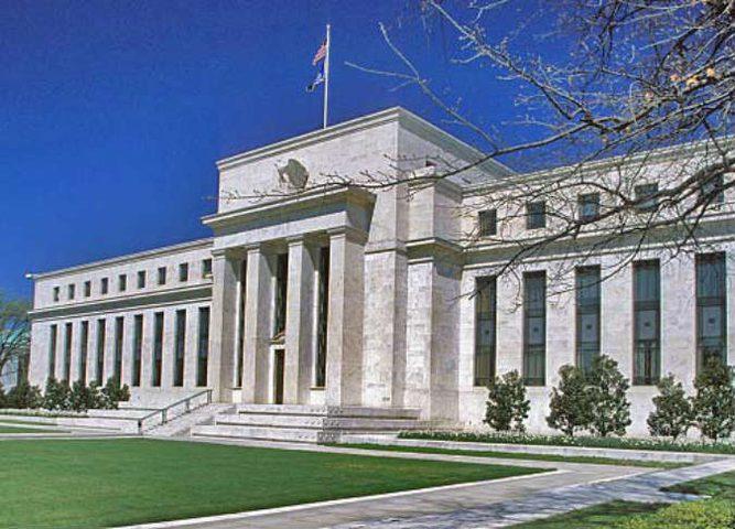 """""""المركزي"""" الأمريكي يتوقع تراجع النمو الاقتصادي"""
