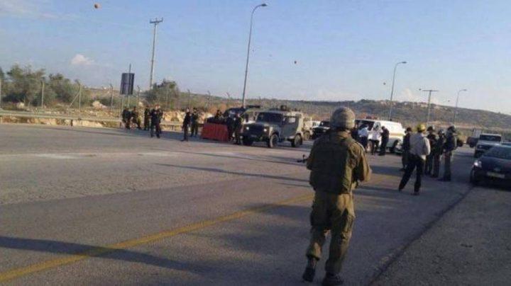 الاحتلال يعتقل 3 شبان على حاجز الحمرا