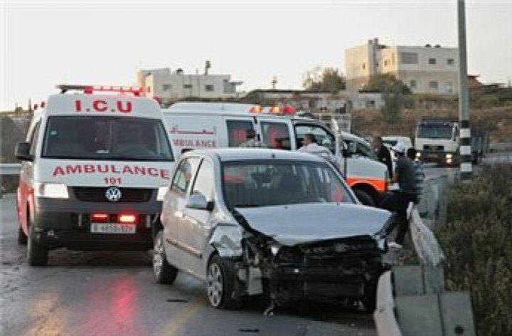 إصابة ثلاثة مواطنين بينهم طفل بحالة حرجة في حادث سير