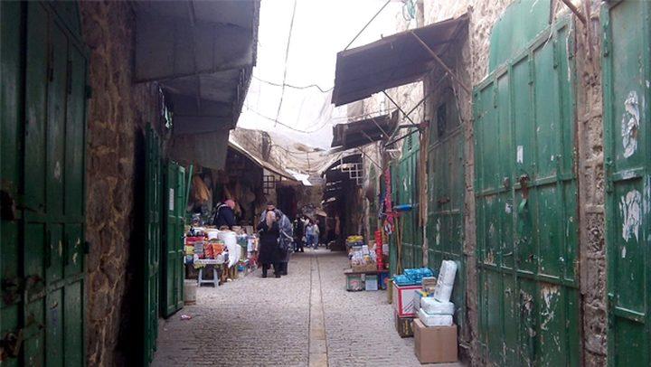 الاحتلال يواصل إغلاق 512 محلا تجاريا في البلدة القديمة
