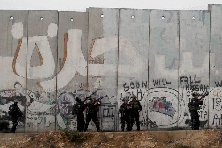 """جدل حول استخدام """"مكافحة الجدار والاستيطان"""" بدلا من """"مقاومة"""" في كتاب مدرسي"""