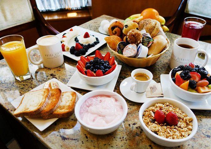 أسباب ستجعلك تواظب على وجبة الإفطار يومياً
