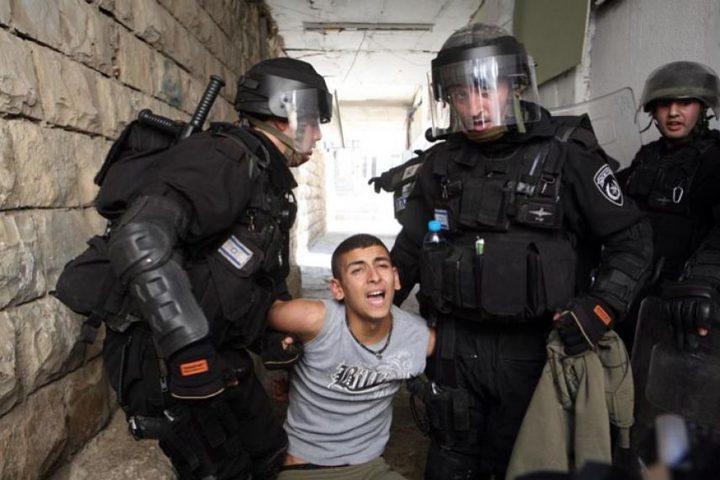الاحتلال يعتقل فتى من بلدة بيت أمر