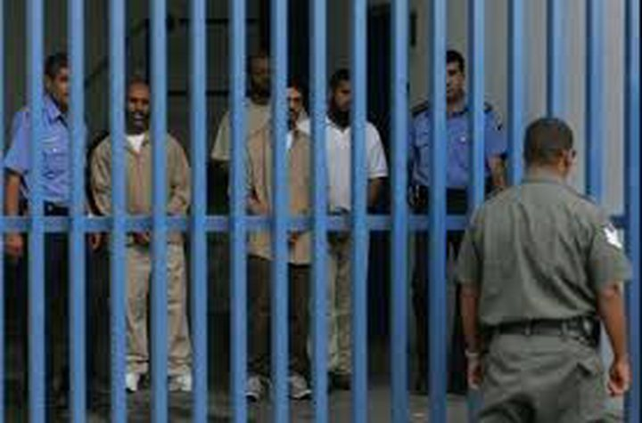 تمديد اعتقال عدد من المقدسيين
