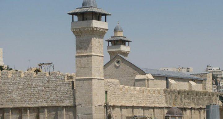 الاحتلال يمنع رفع الأذان في مسجد قرية التوانه