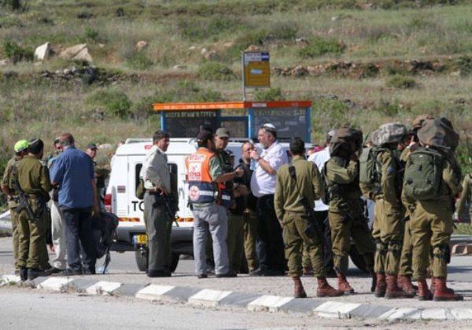 مستوطنون يعتدون على مركبات المواطنين قرب حاجز حوارة