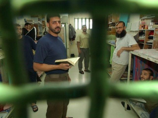 هيئة الأسرى : سنقيم احتفالاً للأسرى الناجحين في السجون