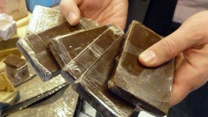 القبض على شخص يبيع المخدرات بضواحي القدس