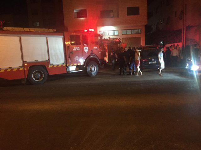 اندلاع حريق بلوحات كهربائية لمبنى في نابلس