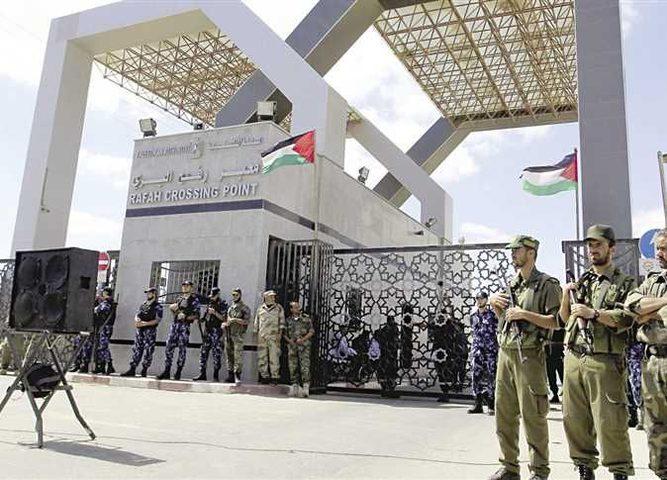 اجتماع هام الليلة .. هل فتحت أبواب تمكين الحكومة في غزة؟