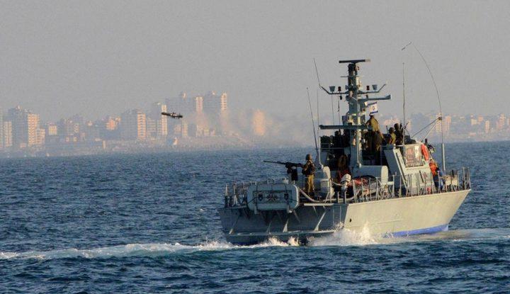 الاحتلال يستهدف مراكب الصيادين قبالة شواطئ خان يونس