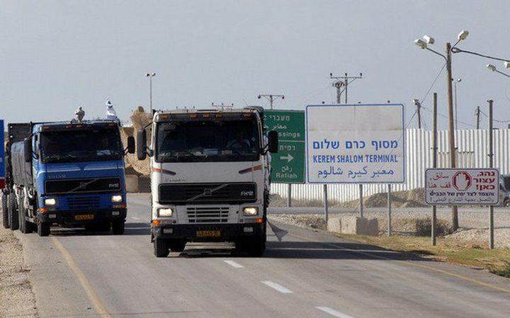"""سلطات الاحتلال تسمح بإدخال 550 شاحنة عبر """"أبو سالم"""""""