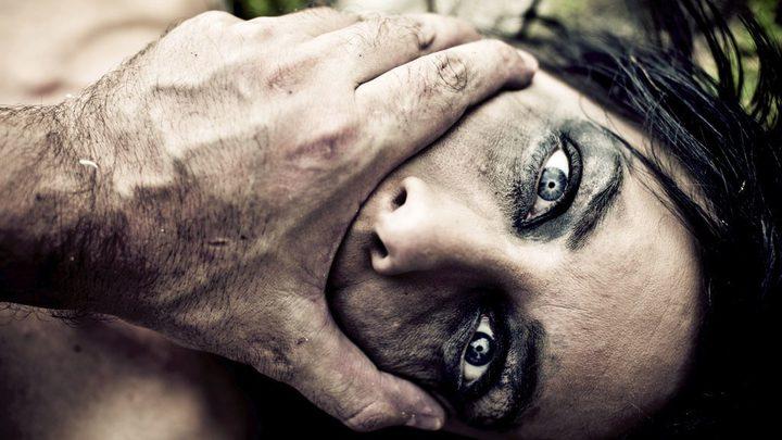 لبنانية تفضح اعتداء جدّها عليها: اغتصبني لـ3 سنوات
