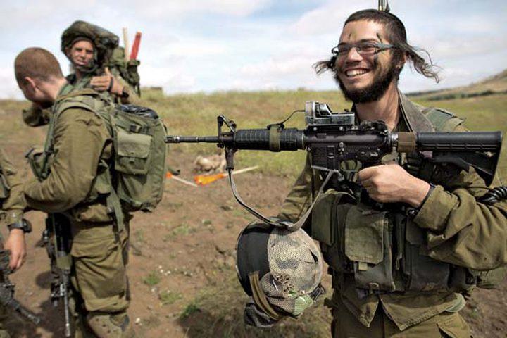 """إسرائيل كلها تلبس """"البزّة"""" العسكرية"""