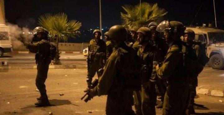 الاحتلال يقتحم الدوارة وبيت عينون ويغلق طرقا