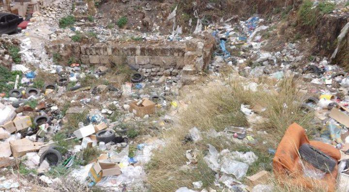 آثار نابلس.... تغمرها أطنان النفايات