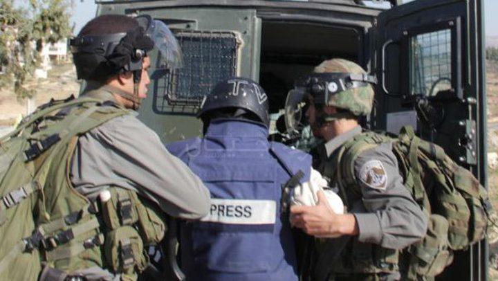 الاحتلال يواصل اعتقال 24 صحفياً
