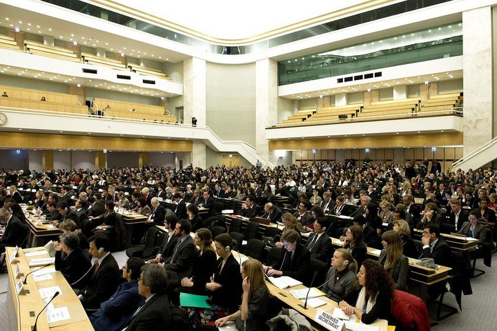 """فيديو..الوفد الإسرائيلي يُجبر على الانسحاب من اجتماعات """"البرلماني الدولي"""""""