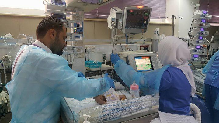 """إجراء عملية معقدة لطفل بعمر 3 أسابيع في مركز جراحة قلب الأطفال بـ""""المقاصد"""""""