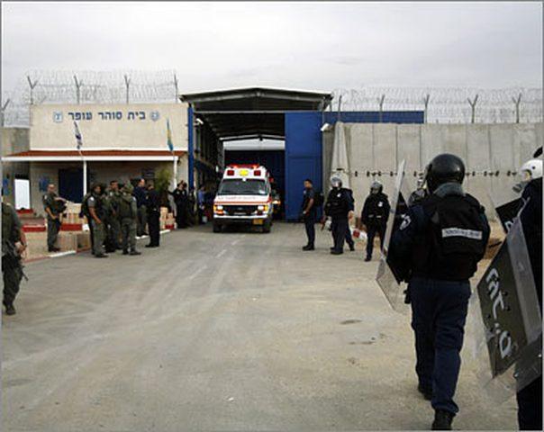"""أوضاع الأسرى في """"عيادة سجن الرملة"""" تزداد سوءاً"""