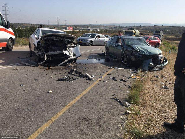 اصابة أربعة مواطنين في حادث سير