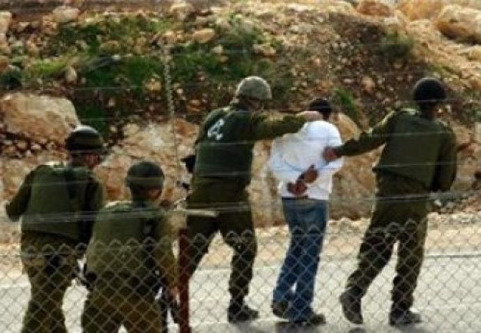 اعتقال شابين اقتربا من السياج الفاصل جنوب القطاع