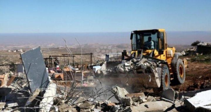 الاحتلال يشرع بهدم مساكن في مسافر يطا
