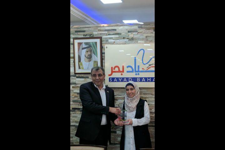 السفير الفلسطيني يكرم بطلة تحدي القراءة العربي 2017