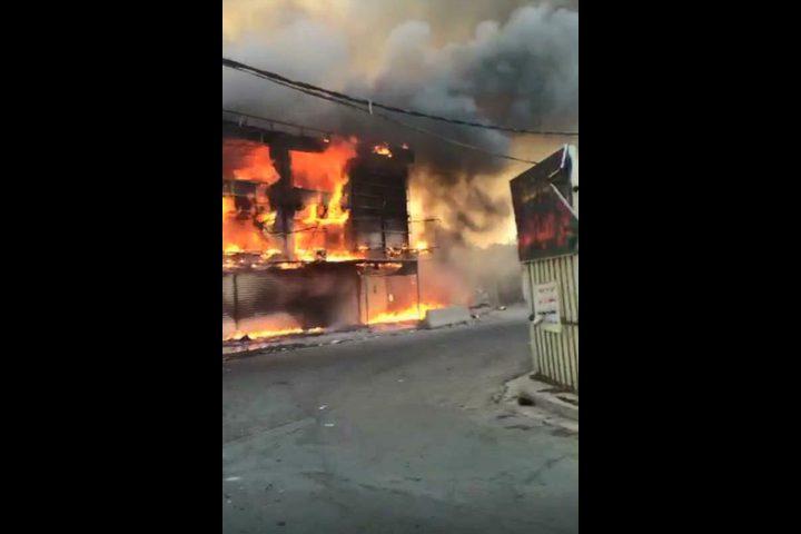 حريق كبير يشب بأحد مقاهي رام الله