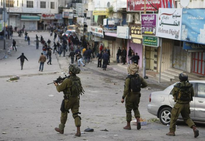 إصابة فتى برصاص الاحتلال في الخليل