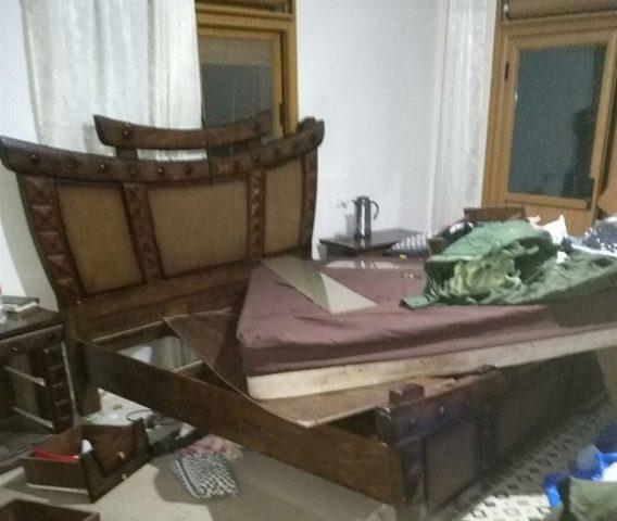 الاحتلال يداهم منزلين ويصادر أجهزة نقالة بالعروب